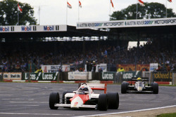 Alain Prost, McLaren MP4/2B; Ayrton Senna, Lotus 95T