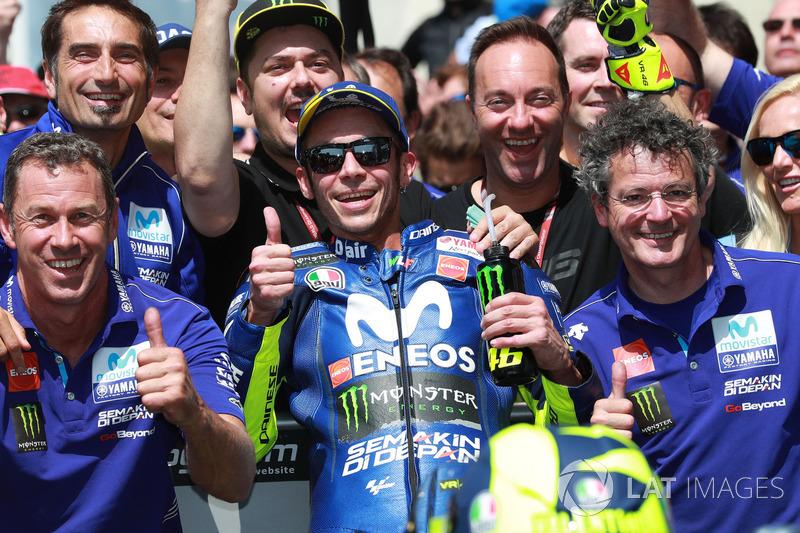 Третє місце Валентино Россі, Yamaha Factory Racing