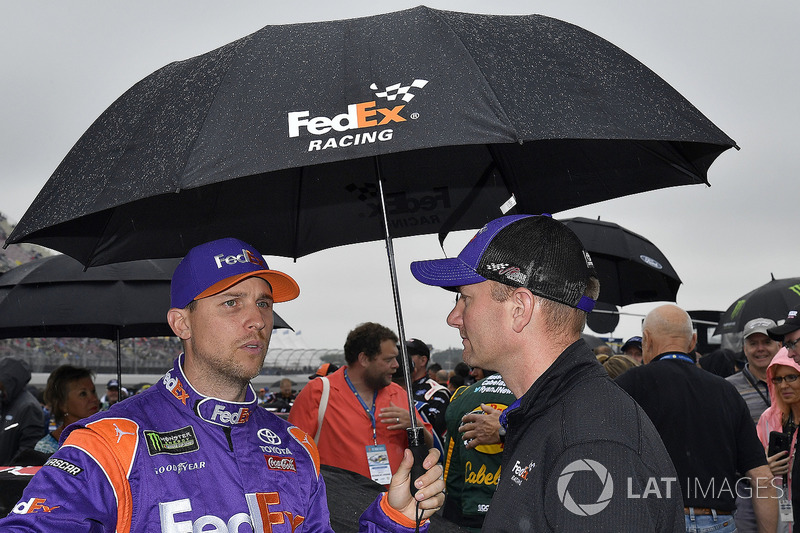Denny Hamlin, Joe Gibbs Racing, Toyota Camry FedEx Freight e il crew chief Mike Wheeler