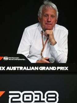 Charlie Whiting, delegado de la FIA en conferencia de prensa
