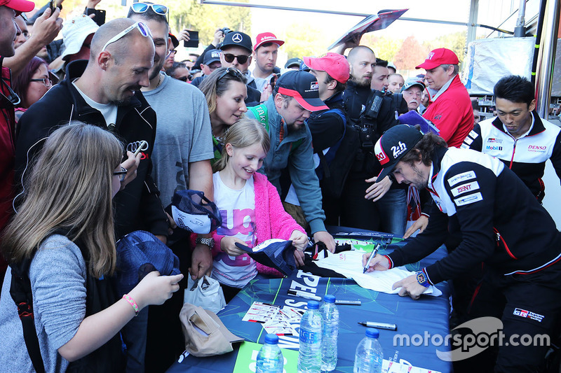 Fernando Alonso, Toyota Gazoo Racing during autograph session