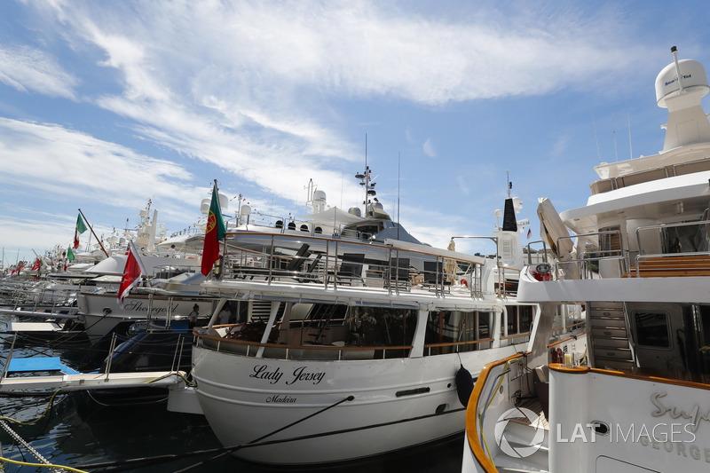 Yacht nel porto