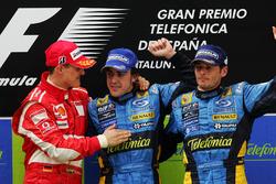 Podyum: Yarış galibi Fernando Alonso, Renault, second place Michael Schumacher, Ferrari and third place Giancarlo Fisichella, Renault