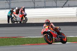 Marc Marquez, Repsol Honda Team, Dovizioso after crashing in background