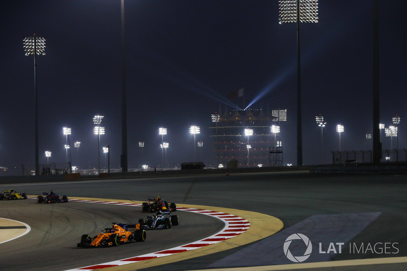 Fernando Alonso, McLaren MCL33 Renault, Lewis Hamilton, Mercedes AMG F1 W09, y Max Verstappen, Red Bull Racing RB14 Tag Heuer