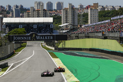 Daniel Ricciardo, Red Bull Racing RB13 and Sergio Perez, Sahara Force India VJM10 battle