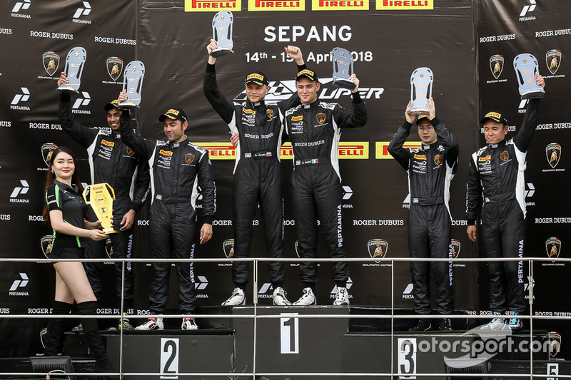 Podium: race winners Andrea Amici, Artur Janosz, FFF Racing Team, second place Armaan Ebrahim, Anindith Reddy, Top Speed Racing Team, third place Evan Chen, Akihiro Asai, Gama Racing
