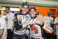 Чемпіон світу MotoGP 2017 року Марк Маркес, Repsol Honda Team, та Алекс Маркес, Marc VDS