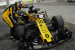 Carlos Sainz Jr., Renault Sport F1 Team RS17 retires