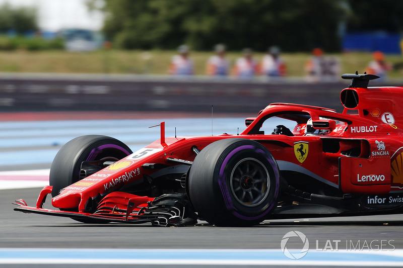 Sebastian Vettel, Ferrari SF71H, schleppt sich mit kaputtem Frontflügel in die Box