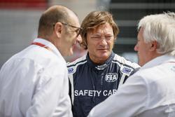 Charlie Whiting, directeur de course de la FIA, Bruno Michel, et Marco Codello