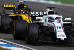 Lance Stroll, Williams FW41, devant Carlos Sainz Jr., Renault Sport F1 Team R.S. 18