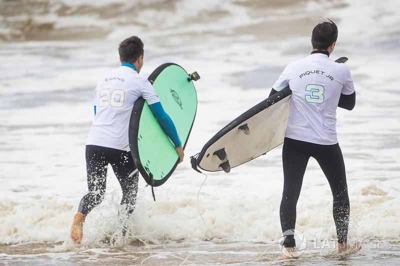 Mitch Evans, Jaguar Racing, Nelson Piquet Jr., Jaguar Racing, try some surfing