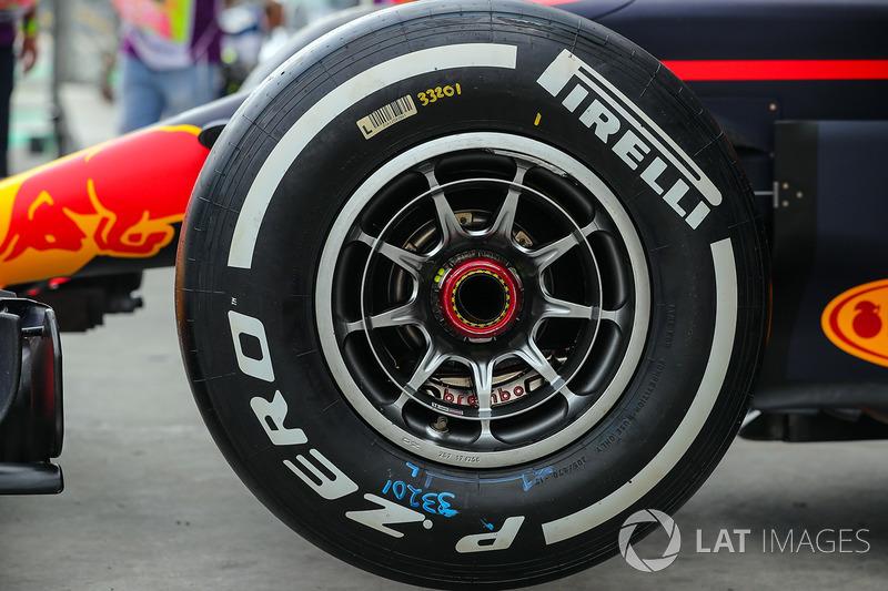 Detalle de neumáticos Pirelli