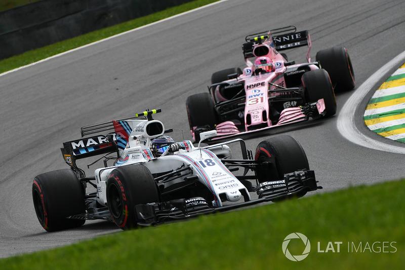 Valtteri Bottas, Mercedes-Benz F1 W08 y Esteban Ocon, Sahara Force India VJM10