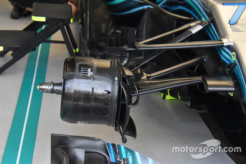 Rem depan Mercedes AMG F1 W09