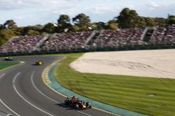 Max Verstappen, Red Bull Racing RB14 Tag Heuer, leads Nico Hulkenberg, Renault Sport F1 Team R.S. 18