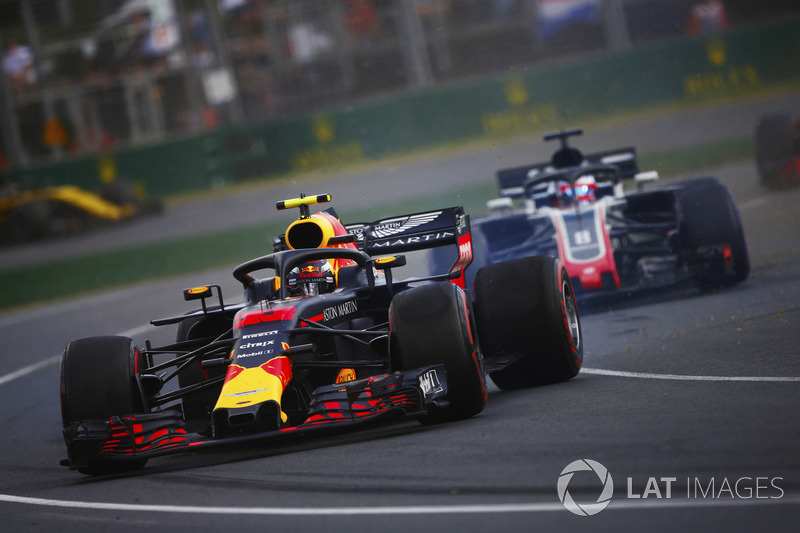 Max Verstappen, Red Bull Racing RB14 Tag Heuer, spins ahead of Romain Grosjean, Haas F1 Team VF-18 F