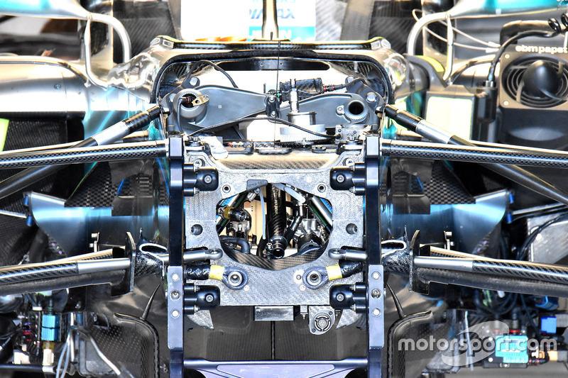 Передняя подвеска Mercedes F1 W09