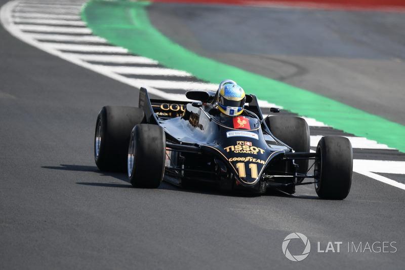 Автомобиль Lotus 88