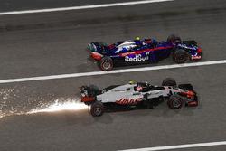 Kevin Magnussen, Haas F1 Team VF-18 et Pierre Gasly, Scuderia Toro Rosso STR13