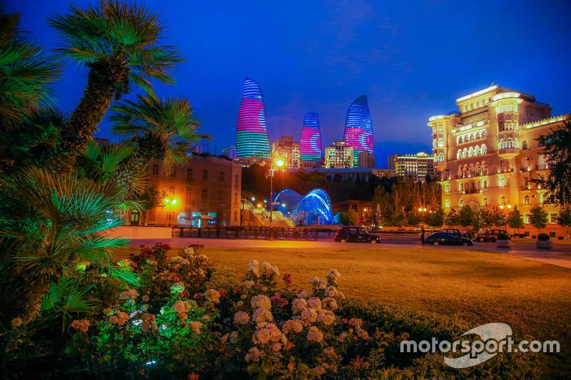 Нічна атмосфера Баку, Flame Towers і старе місто