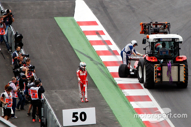 Sebastian Vettel, Ferrari SF16-H, si ritira dalla gara