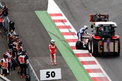 Sebastian Vettel, Ferrari SF16-H se retira de la carrera
