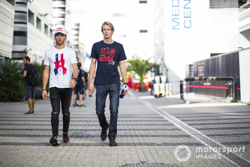 Pierre Gasly, Scuderia Toro Rosso y Nico Hulkenberg, Renault Sport F1 Team