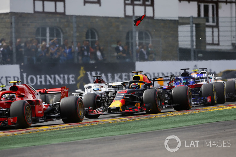 Ricciardo ilk turdaki kazasını açıklıyor