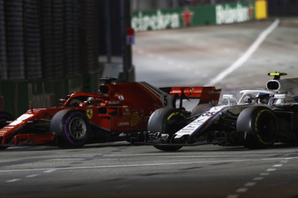 Sebastian Vettel, Ferrari SF71H, passes Sergey Sirotkin, Williams FW41
