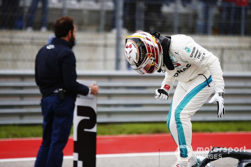 Lewis Hamilton, Mercedes AMG F1, festeggia dopo aver conquistato la Pole Position