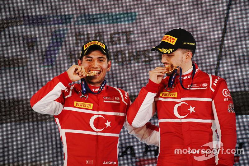 Победители: №34 Турция, Салих Йолук, Айханчан Гювен, Mercedes AMG GT3