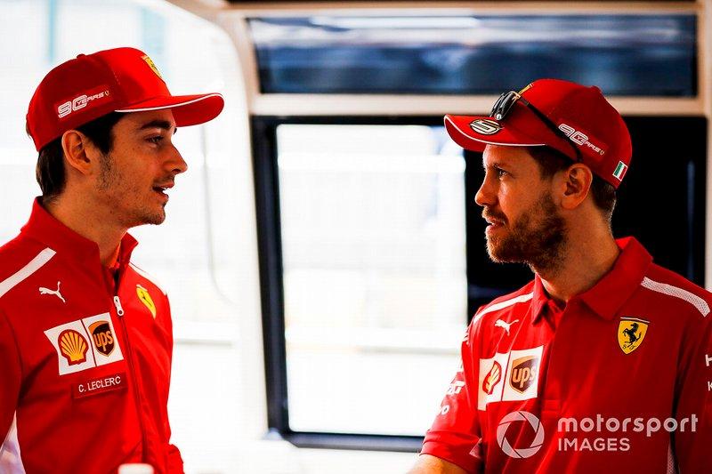 Sebastian Vettel, Ferrari e Charles Leclerc, Ferrari, si dirigono verso l'evento a Federation Square