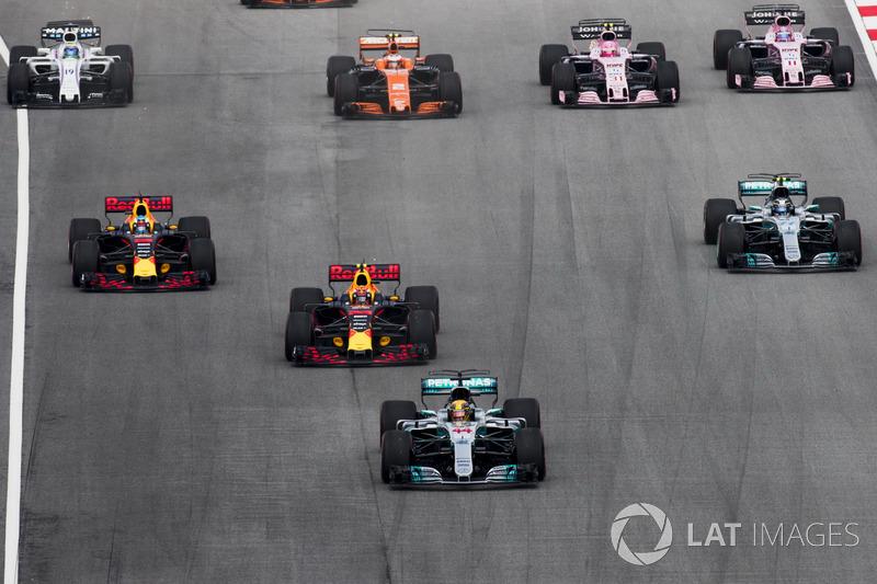 Lewis Hamilton, Mercedes AMG F1 W08, Max Verstappen, Red Bull Racing RB13, Daniel Ricciardo, Red Bull Racing RB13, Valtteri Bottas, Mercedes AMG F1 W08, Stoffel Vandoorne, McLaren MCL32, Sergio Perez, Sahara Force India F1 VJM10, at the start
