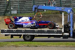 The damaged car of Carlos Sainz Jr., Scuderia Toro Rosso STR12