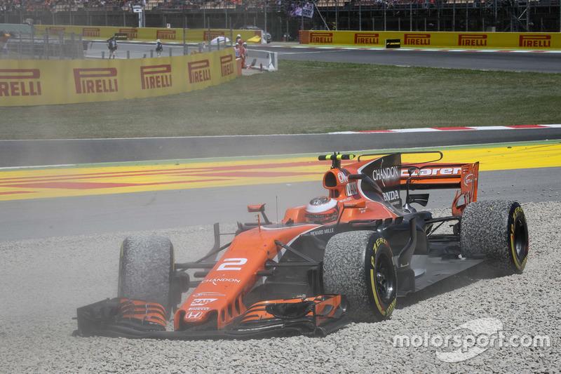 Stoffel Vandoorne, McLaren MCL32 choca y se retira de la competencia