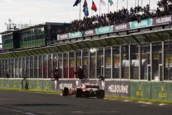 Sebastian Vettel, Ferrari SF70H, passe devant son panneau de stands