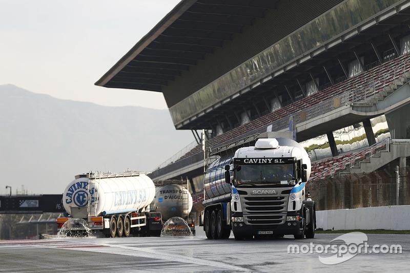 Los camiones mojan el Circuit