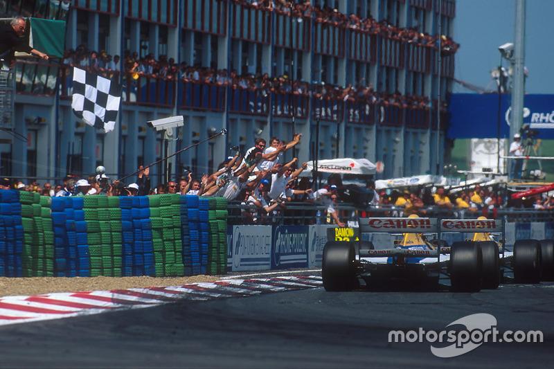 Alain Prost, Williams FW15C Renault, s'impose devant Damon Hill, Williams FW15C Renault
