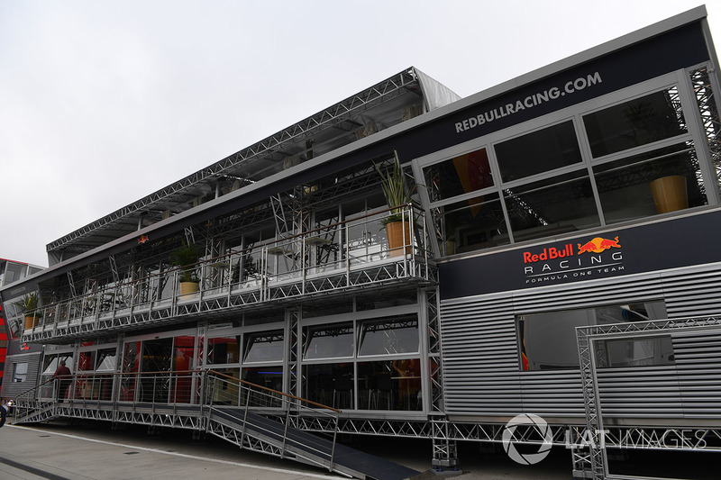 Red Bull Racing RB13 Energy Station