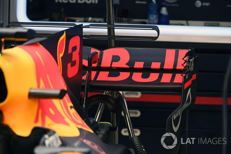 Red Bull Racing RB13 arka kanat detay