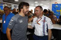 Фернандо Алонсо, McLaren, святкує свій день народження, Падді Лоу, акціонер та технічний директор Williams