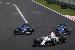 Paul di Resta, Williams FW40, Marcus Ericsson, Sauber C36, Pascal Wehrlein, Sauber C36
