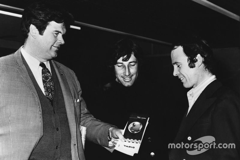 1971: Tim Parnell, Yardley-BRM-Teammanager, mit Howden Ganley und Peter Gethin