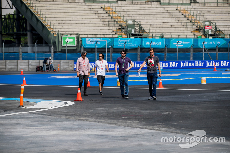 Trackwalk: Dario Franchitti, TV-Kommentator; Scott Mitchell, Autosport
