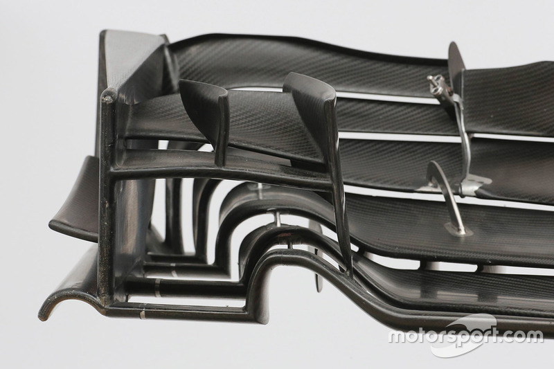 Vue détaillée de l'aileron avant de la Haas F1 Team VF-17