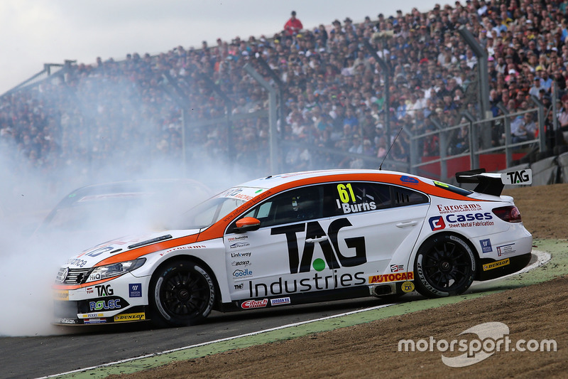Unfall: Will Burns, Autoaid / RCIB Insurance Racing, Volkswagen CC