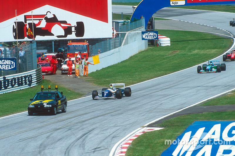 Ayrton Senna, Williams FW16 detrás del coche de seguridad