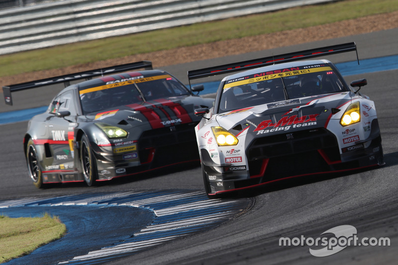 #3 B-MAX NDDP GT-Rと#0 GAINER TANAX GT-R
